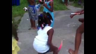 Little girl dances teach me how to Dougie