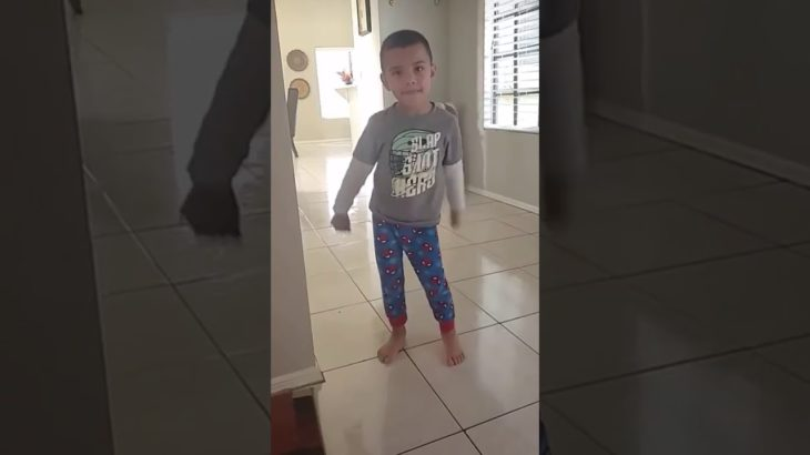 4-year old boy dancing Teach How To Dougie