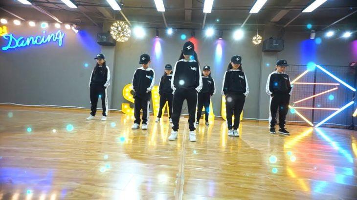 小学生超强seve鬼步舞 shuffle dance , it's so neat
